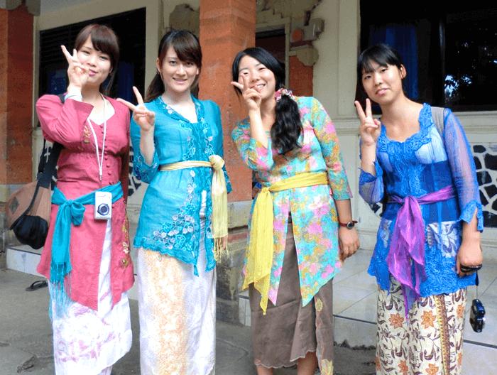 バリの伝統衣装
