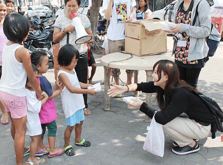 貧民区で実際に給食活動