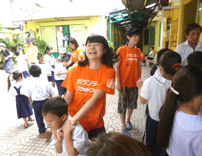 ストリートチルドレンの子たちと活動