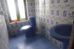 孤児院トイレ
