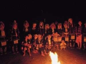 アカ族の踊り