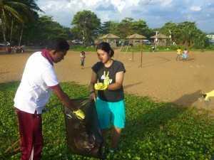ゴミ拾いできれいな環境づくりを!
