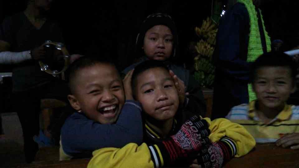 山岳民族の子どもたち
