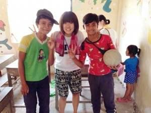子どもたちとまいこさん@カンボジア(海外ボランティア)