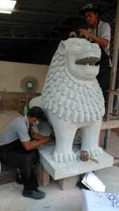 ライオン彫刻