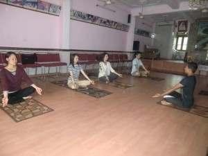 インド:孤児院にてヨガ体験