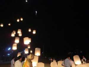 11月灯篭流しのお祭りスカイランタン (1)