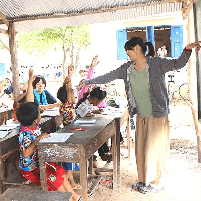 カンボジア 村の小学校で教育ボランティア