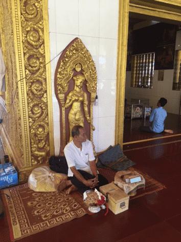 カンボジアで占いに挑戦