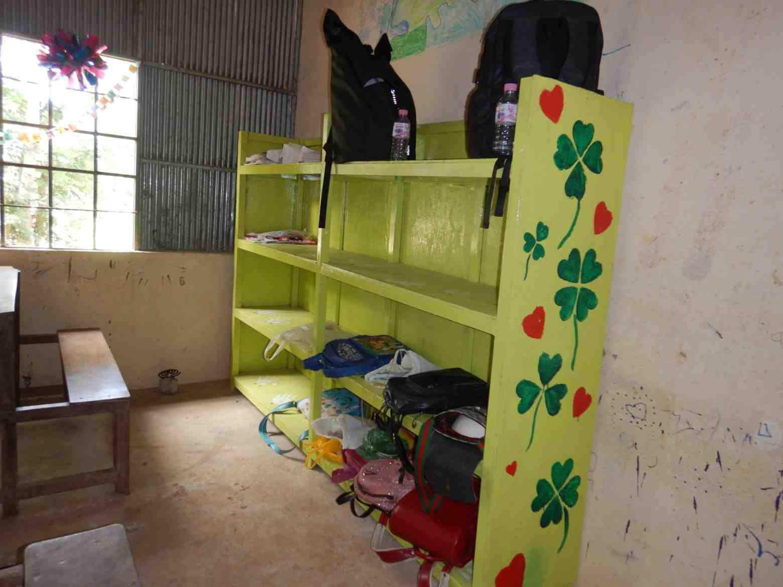ついに教室に荷物棚が!14