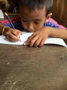 一生懸命勉強中!@カンボジアの村(海外ボランティア)