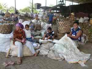 最終ゴミ処理場で働く人びと@バリ(海外ボランティア)