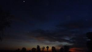 日が沈むと真っ暗