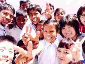 孤児院の元気な子どもたち