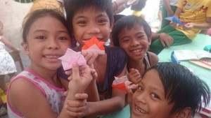 フィリピン:折り紙は大人気!