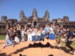 カンボジア:アンコールワットの前でジャンプ!